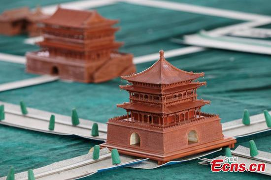 Man creates miniature versions of ancient buildings in Xi'an