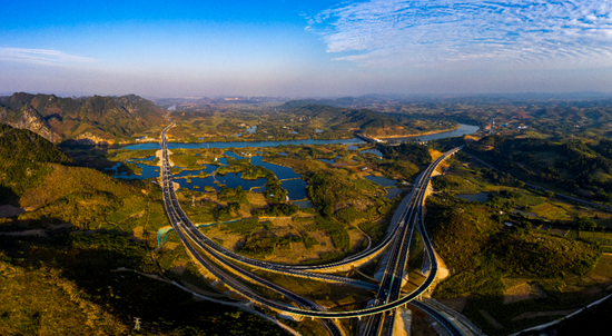 Scenic highway completed in Guangxi