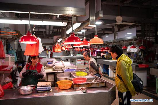 Local fishmonger witnesses great changes in Macao in past 20 years