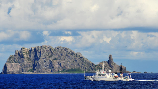 Chinese coast guard vessels patrol Diaoyu Islands
