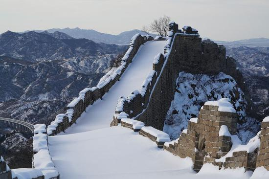Jinshanling Great Wall blanched by snowfall