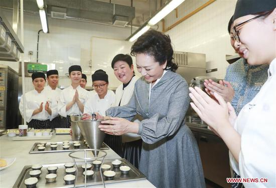 Peng Liyuan visits Macao Institute for Tourism Studies