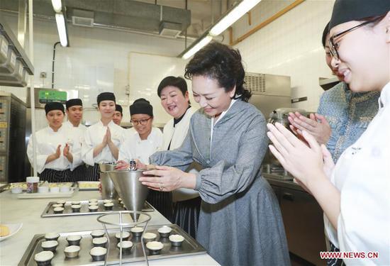 Peng Liyuan visits Macao Institute for Tourism Studies