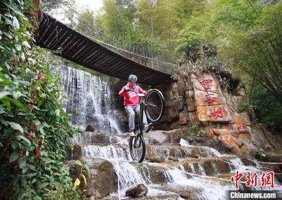 Extreme cyclists navigate challenges of obstacle course