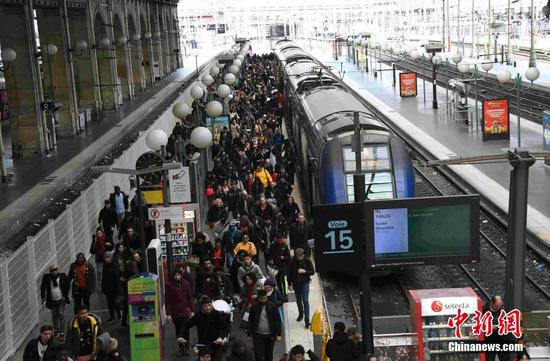 Strike causing Christmas travel chaos in France