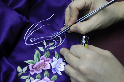 Inheritor of Laomeihua's Qipao making technique