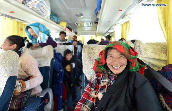 牧民在西藏南部定居