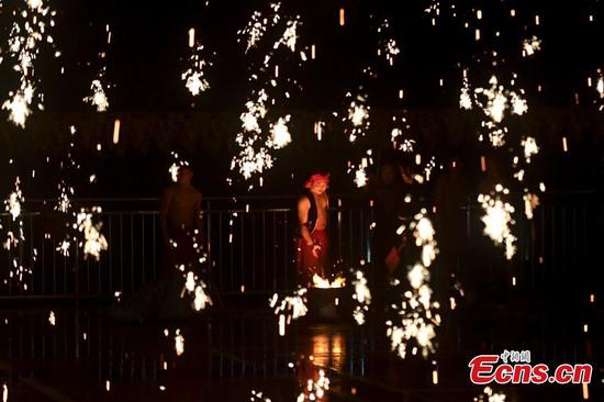 Classic molten iron sparks lantern festival in Changsha