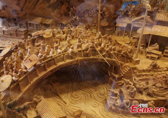 Woodcarving of ancient masterpiece shown in Chongqing