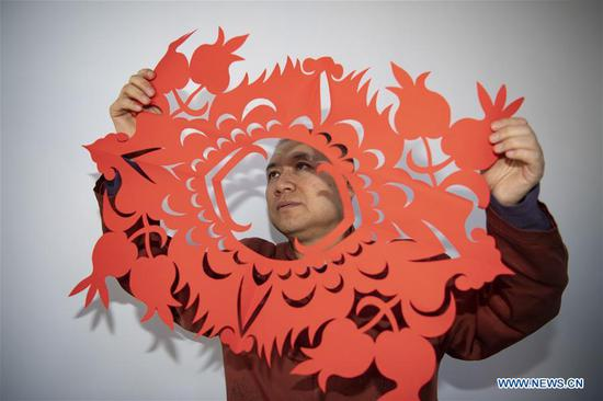 Artist inherits, develops paper-cutting skills for over 40 years in Shanxi