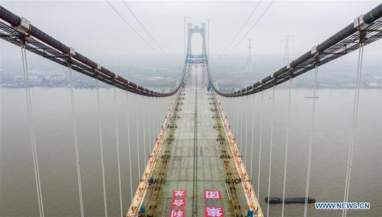 China's first suspension bridge integrating expressway, railway completes main body