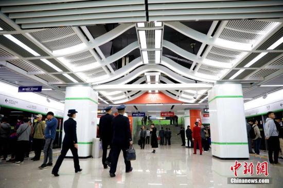 Photo shows a station of the Xiamen metro Line 2.  (Photo/China News Service)