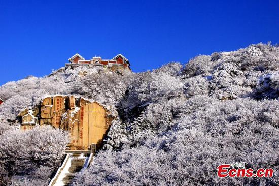 Snowfall transforms Taishan Mountain into beautiful winter landscape