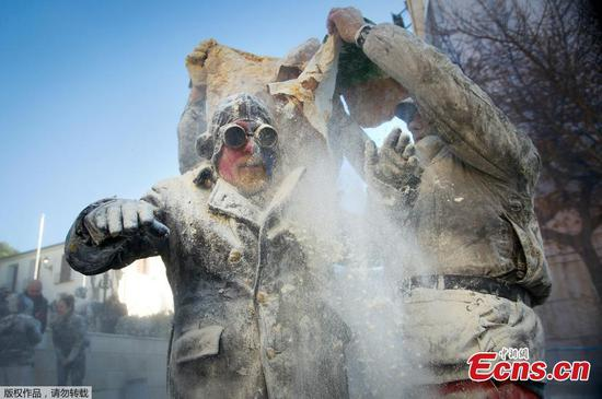 Flour power: the annual Els Enfarinats battle
