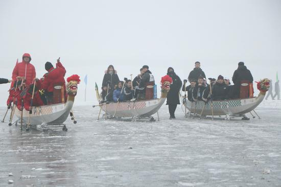 Ice dragon boat race kicks off in Jinzhou