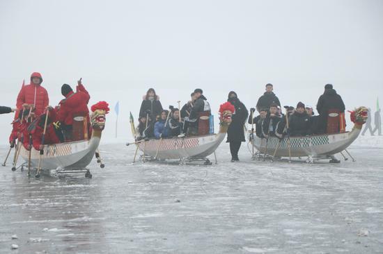锦州冰龙舟比赛拉开帷幕