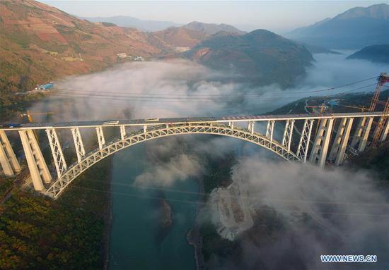 大理瑞丽铁路拱桥在建