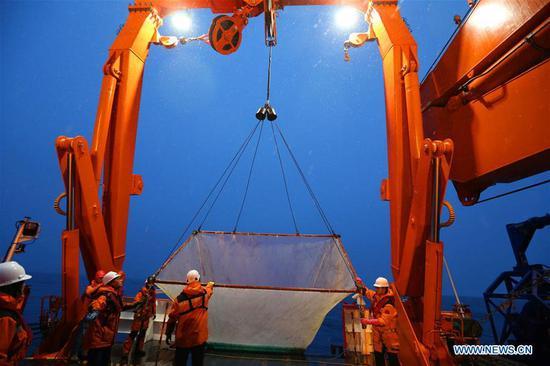 水果机第36次南极考察队采集鱼样本