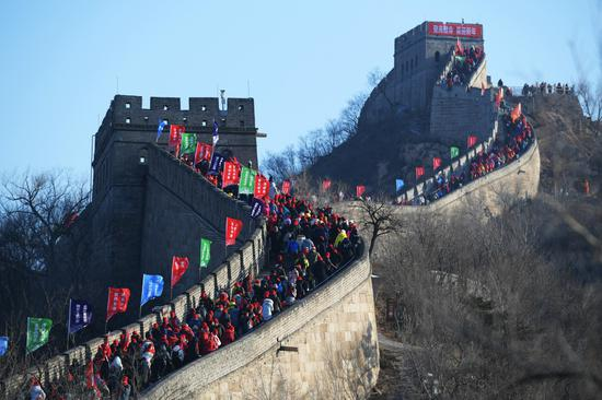 Climbing the Great Wall marks New Year's Day
