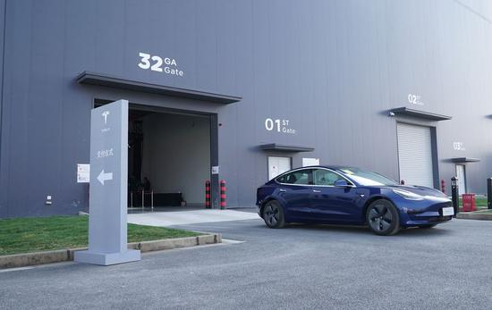 A delivered Tesla Model 3 vehicle leaves the factory workshop in Shanghai, east China, Dec. 30, 2019. (Xinhua/Fang Zhe)