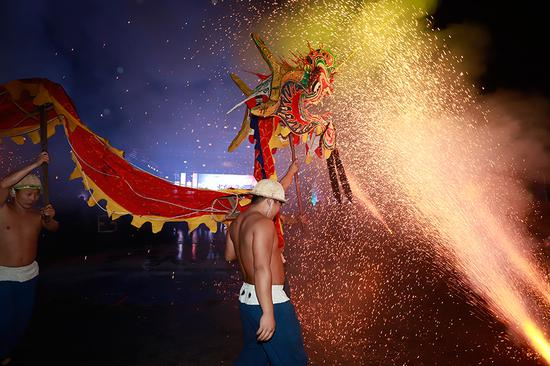 Steel fire dragon ceremony ignites enthusiasm for cultural heritage