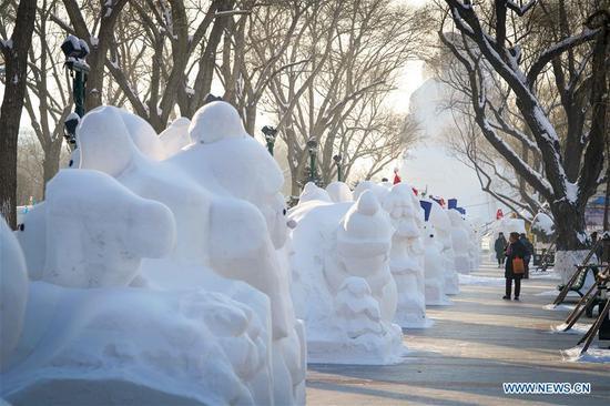 2,020名雪人站在哈尔滨迎接新年
