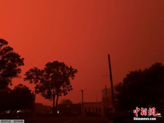 Dangerous conditions fuel bushfires across southeast Australia