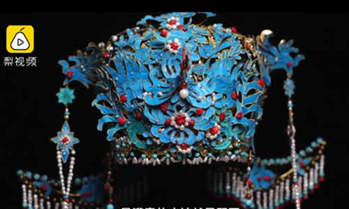 Artist recycles aluminum cans to create amazing Peking Opera headdresses