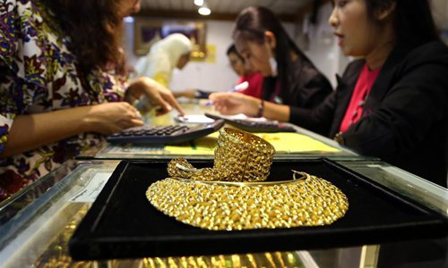 Gold price skyrockets to 7-year high