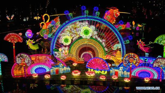 Colorful lanterns displayed in east China's Jiangsu