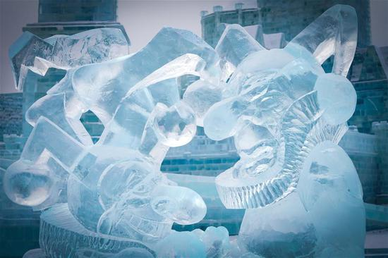 Exquisite ice-carvings brighten Harbin Ice and Snow World
