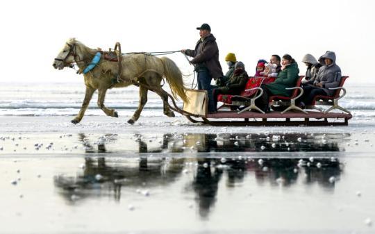 Xinjiang aims to lure more tourists