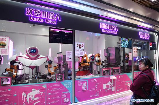 Restaurant featuring intelligent serving robots makes debut in downtown Guangzhou