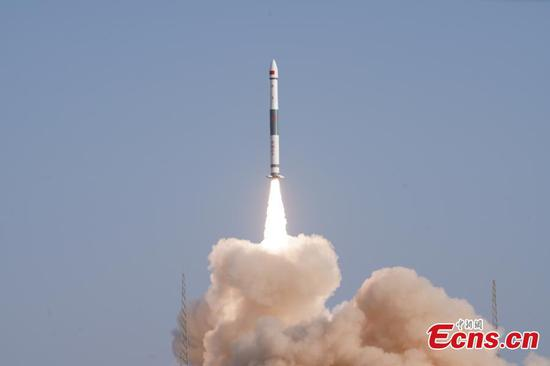 China sends broadband communication satellite into orbit
