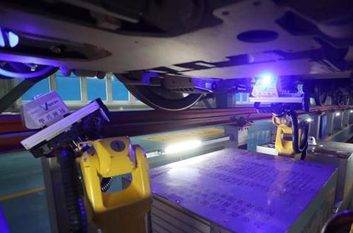 Robot 'doctor' helps bullet train maintenance during Spring Fest travel rush