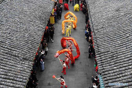 Dragon and lion dance celebrates upcoming Spring Festival in Nanchong