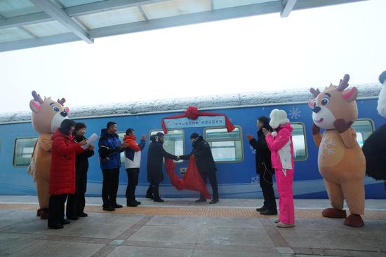 First snow-themed train rolls out in Heilongjiang