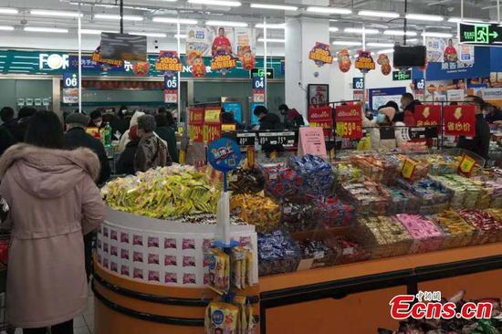 People buy daily necessities in Wuhan supermarket
