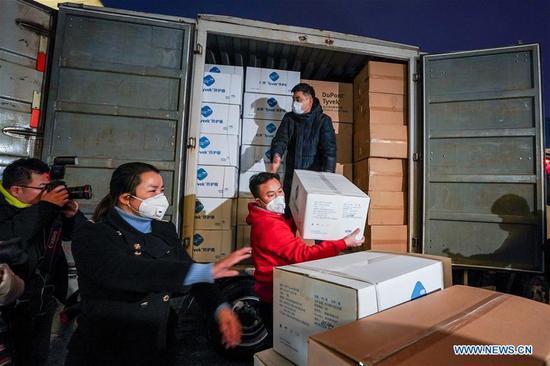 来自中国各地的医务人员为武汉提供医疗援助