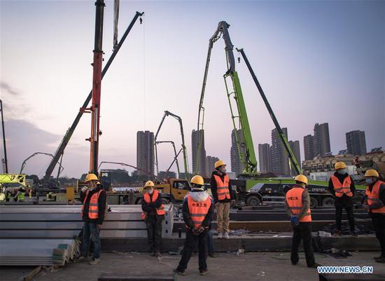 武汉市火神山医院正在建设中
