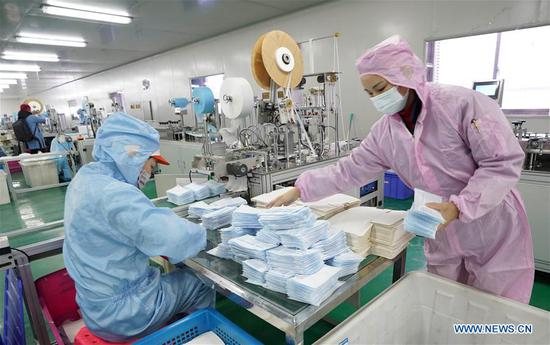 Workers of Hubei medical material companies rush back to work to guarantee supplies