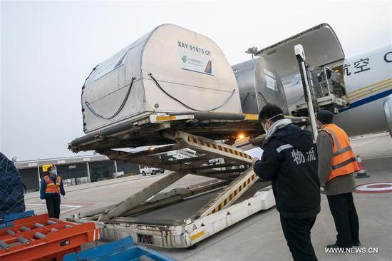 援助物资抵达武汉天河国际机场