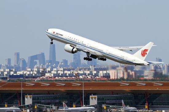China's civil aviation industry expands recovery