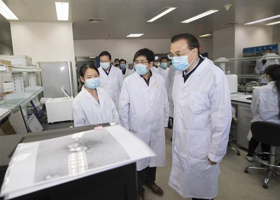 Chinese Premier Li Keqiang, also a member of the Standing Committee of the Political Bureau of the Communist Party of China (CPC) Central Committee and head of a leading group of the CPC Central Committee on the prevention and control of the novel coronavirus outbreak, learns about the progress of scientific research at the Chinese Center for Disease Control and Prevention (CDC) in Beijing, capital of China, on Jan. 30, 2020. Li learned about the scientific research on epidemic prevention and control and listened to opinions of medical experts while inspecting the CDC. (Xinhua/Wang Ye)