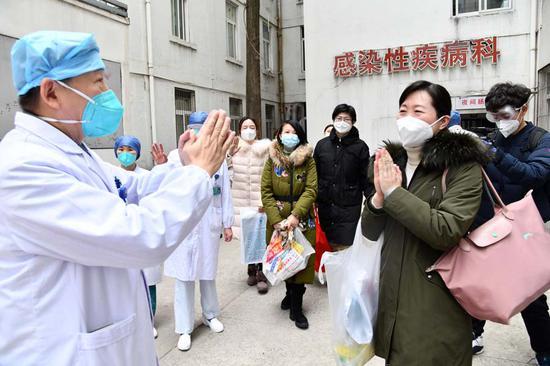 六名原被感染的医务人员出院