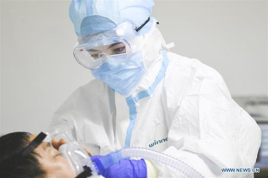 Pic story of female doctor fighting novel coronavirus epidemic