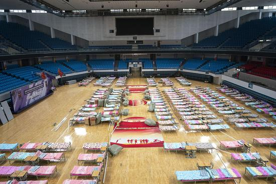 The Hongshan Gymnasium in Wuhan city, central China's Hubei Province, has been turned into a temporary hospital to receive patients infected with the novel coronavirus (2019-nCoV), Feb. 4, 2020. (Xinhua/Xiong Qi)