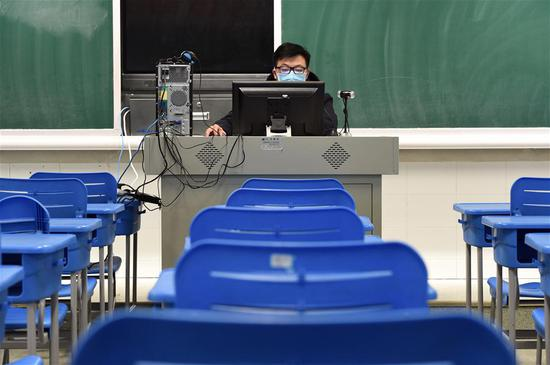 Teachers give online tuition to students amid coronavirus outbreak in Hefei