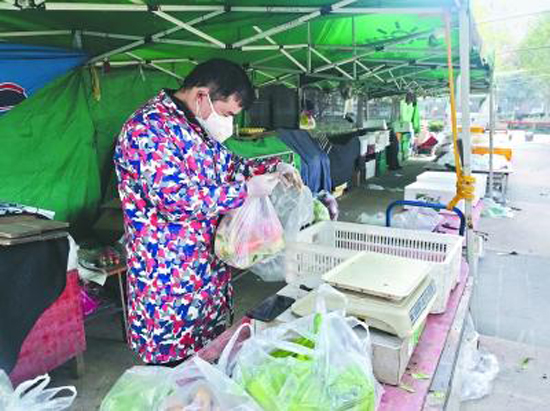 Vegetables delivered directly to Wuhan residents amid coronavirus epidemic