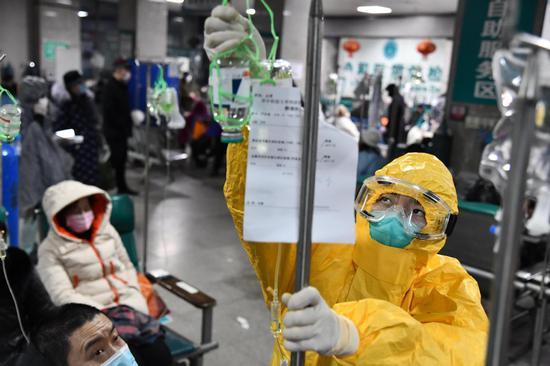 Doctors wear protective clothing at Wuhan Union Hospital. (CHINA DAILY/LIU KUNWEI)